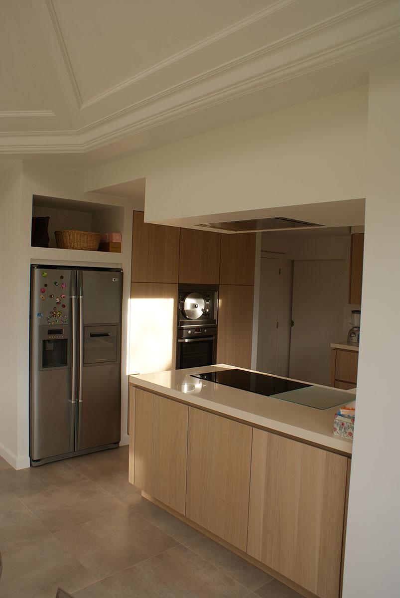 Moderne et très fonctionnelle, cette cuisine a été rénovée dans ...