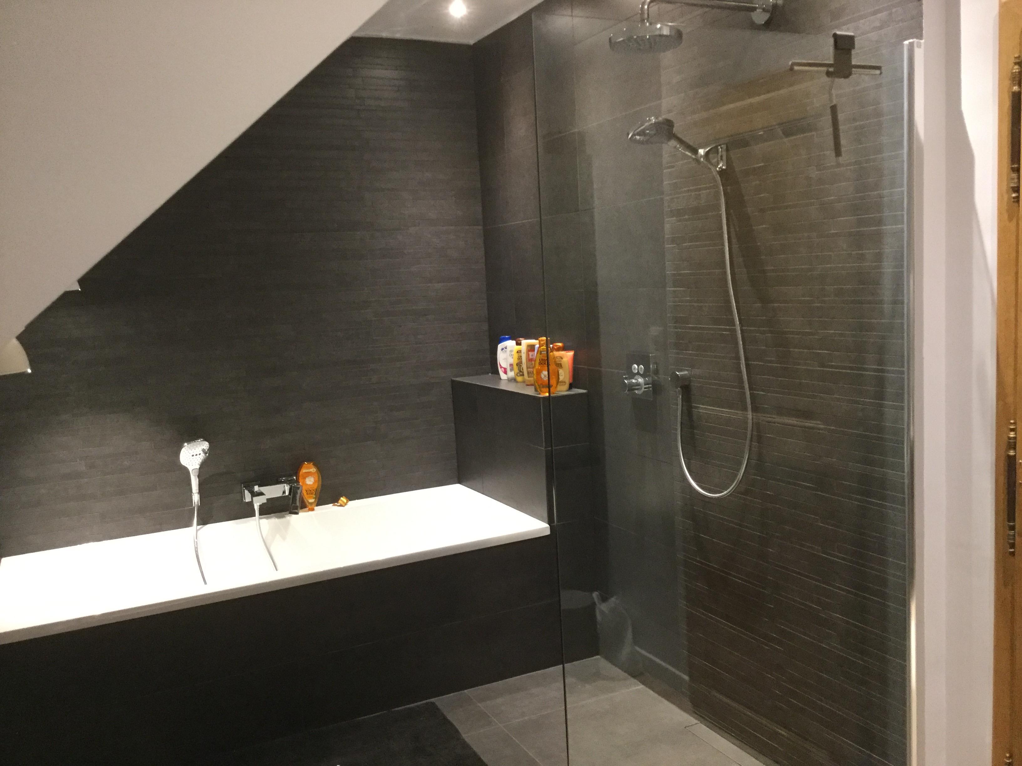 Salle De Bain Sous Pente rénovation d'une salle de bains sous pente en brabant wallon