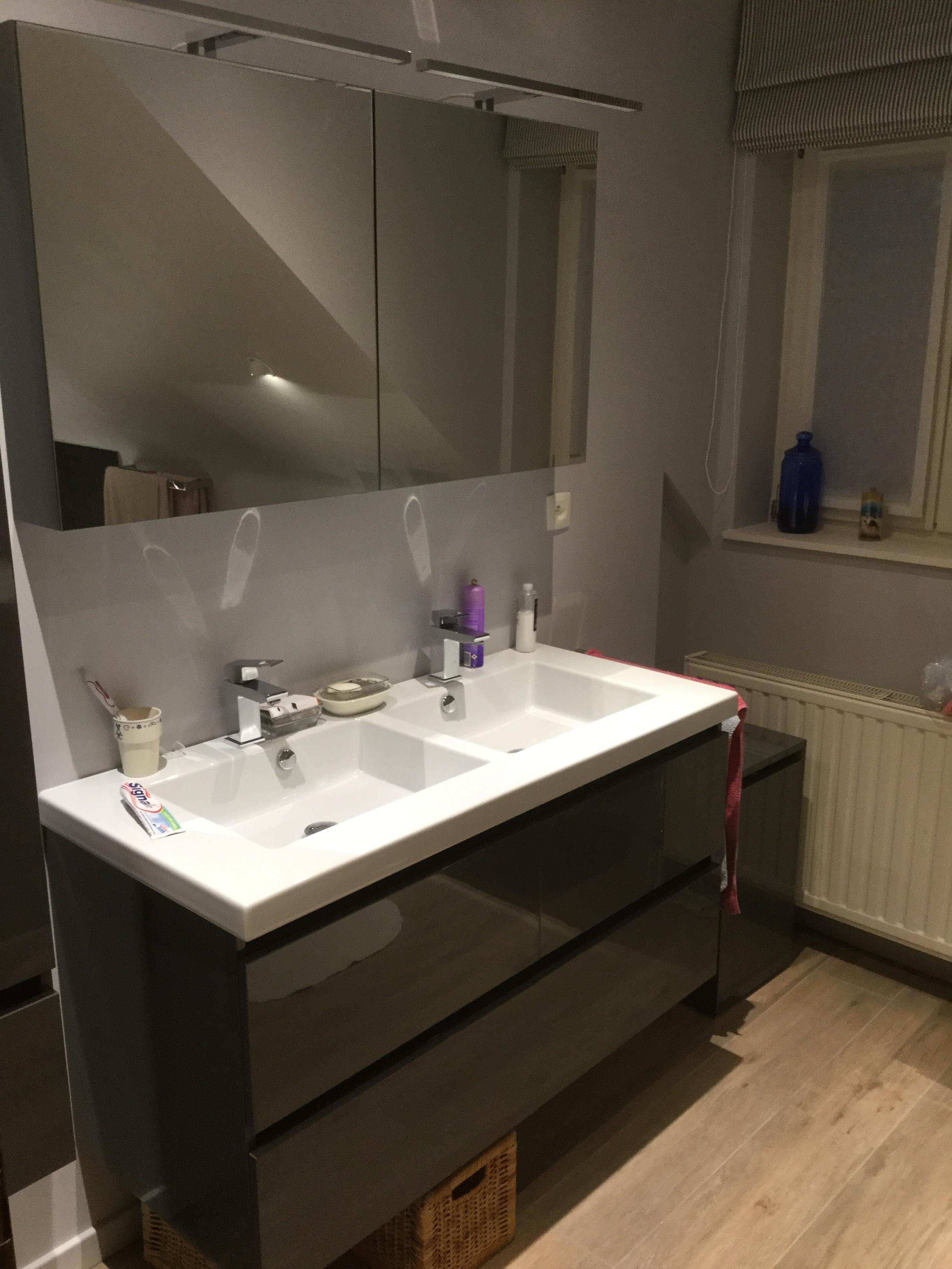 R novation d une salle de bains sous pente en brabant wallon for Objet salle de bain